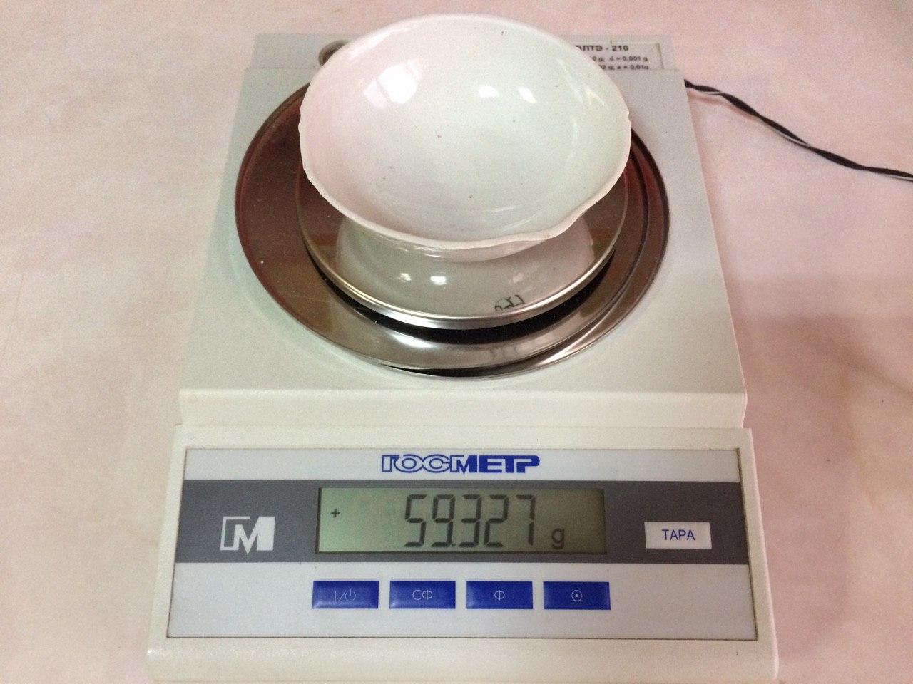 Фарфоровая чашечка без полученных гранул (цемент Сореля)